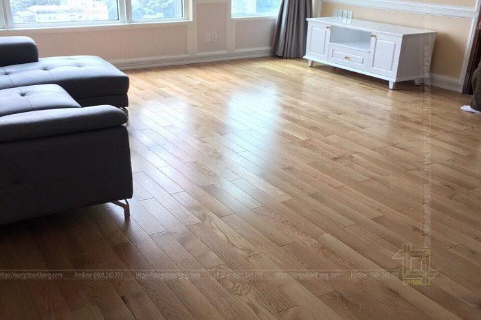 Màu sắc Sàn gỗ Sồi trắng mang lại rất trẻ trung, hiện đại