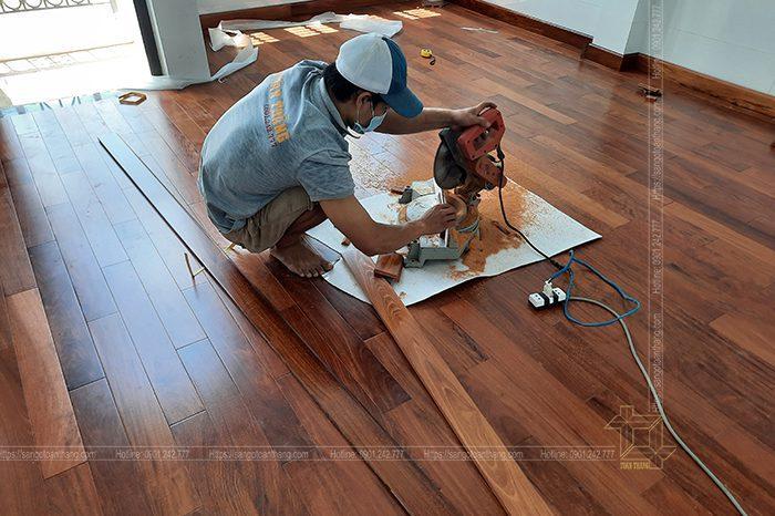 Thi công sàn gỗ tự nhiên đòi hỏi thợ có tay nghề cao