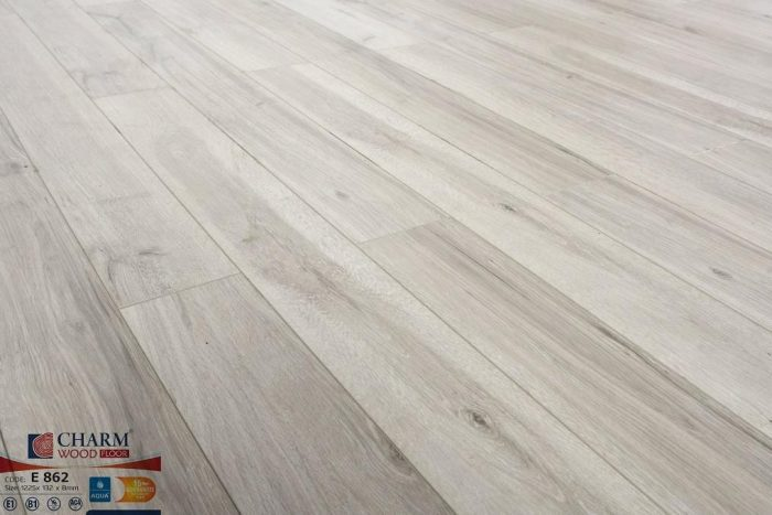 Sàn gỗ màu xám trắng Charmwood sản xuất trên dây chuyền công nghệ Đức