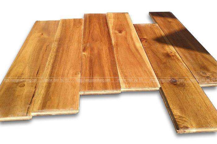 Sàn gỗ Tràm mắt khá nhiều, nhìn rất tự nhiên