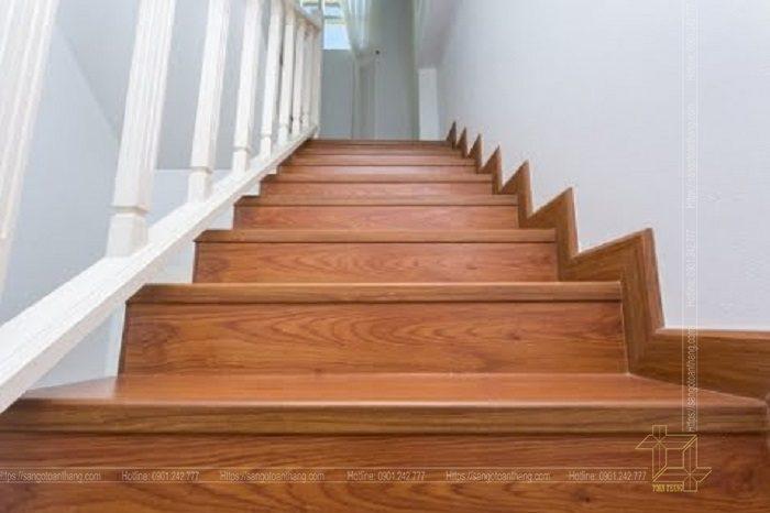 Cầu thang gỗ công nghiệp hiện nay rất phổ biến