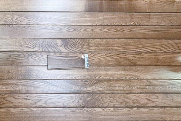 Sàn gỗ Tần Bì lúc chưa sơn màu sắc rất sáng