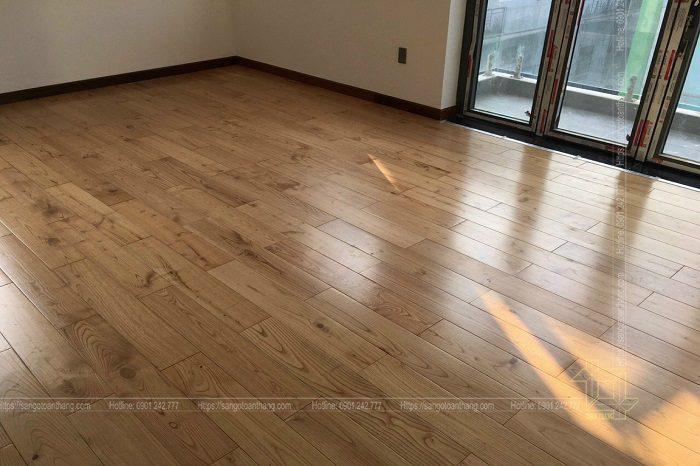 Sàn gỗ Sồi làm cho không gian bếp thêm phần thoáng mát, rộng rãi