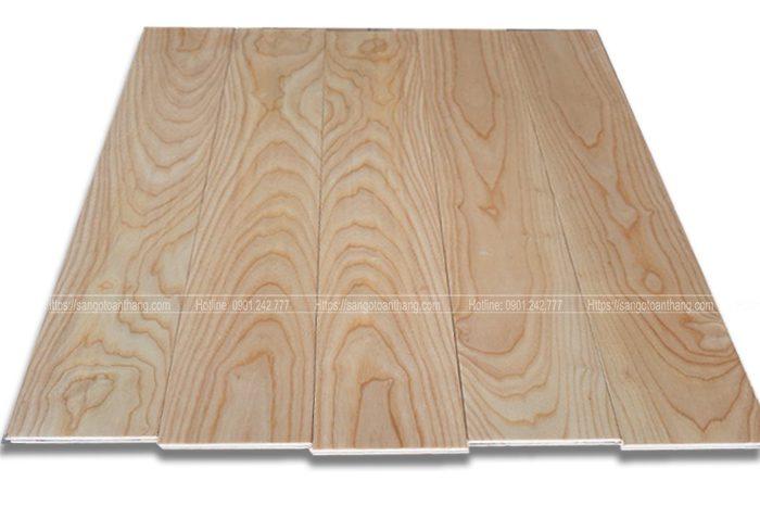 Ván sàn gỗ Ash sơn rất sáng bóng