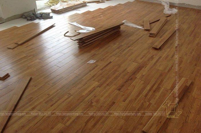 Sàn gỗ sồi ghép sau sơn rất sáng và bóng