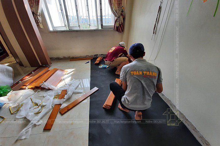 Thợ Toàn Thắng thi công sàn gõ đỏ Nam Phi tại Bình Tân