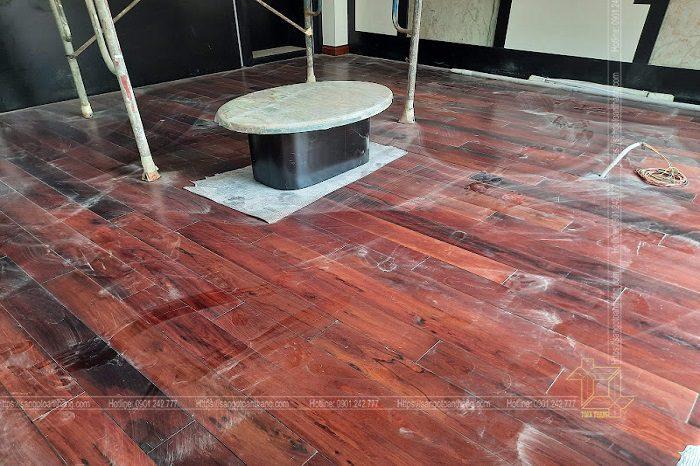 Sàn gỗ cẩm lai phục chế lại sau 20 năm sử dụng ở Vinhome Tân Cảng