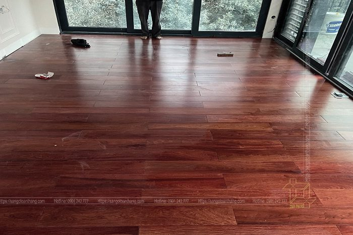 Căn nhà thêm phần sang trọng khi kết hợp với lát sàn gỗ Giáng Hương Lào
