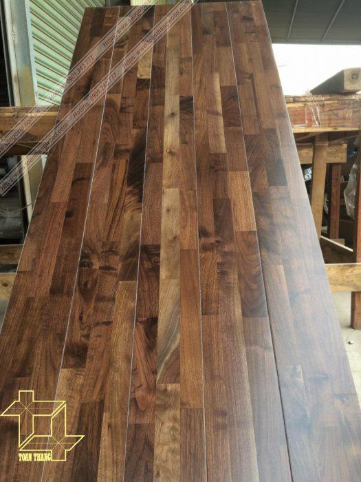 Sàn gỗ óc chó ghép sau khi sơn hoàn thiện
