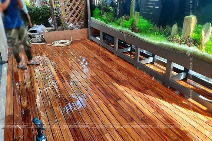 Sàn gỗ ngoài trời gỗ Teak lắp đặt trên hệ thông xương hộp kẽm