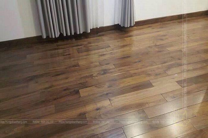 Sàn gỗ Óc chó tự nhiên mang lại vẽ đẹp cuốn hút trong căn hộ