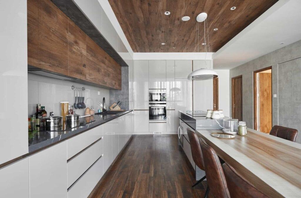 Sàn gỗ công nghiệp hiện nay tự tin sử dụng ở tại không gian bếp