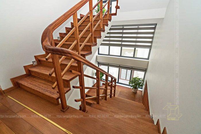 Cầu thang sử dụng gỗ Cà te