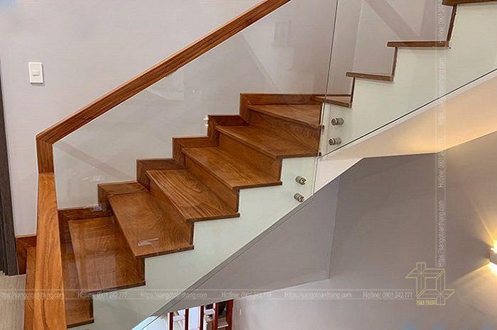 Cầu thang gỗ Gõ đỏ Nam phi cũng rất hiện đại