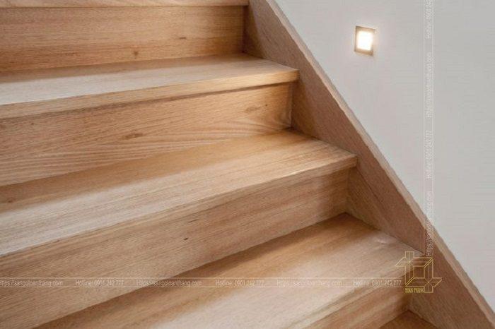 Mặt bậc cầu thang gỗ Sồi Mỹ đi rất đằm chân