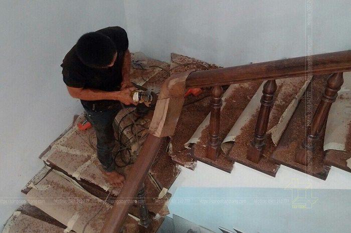 Công đoạn gọt giũa khúc cua vẫn là công việc khó nhất trong lắp đặt cầu thang gỗ