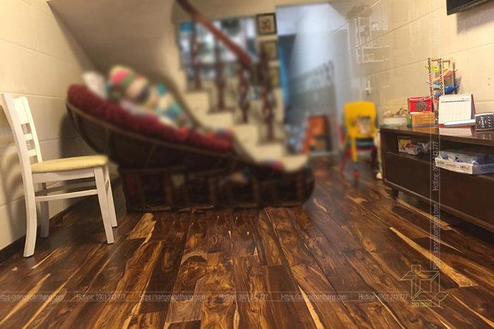 Sàn nhà được lát bằng gỗ Muồng đen