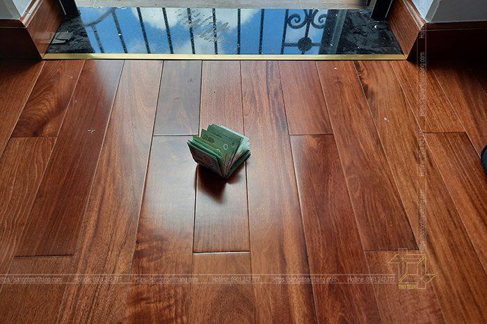 Khi kết thúc việc lát sàn gỗ thì không thể thiếu nẹp đồng