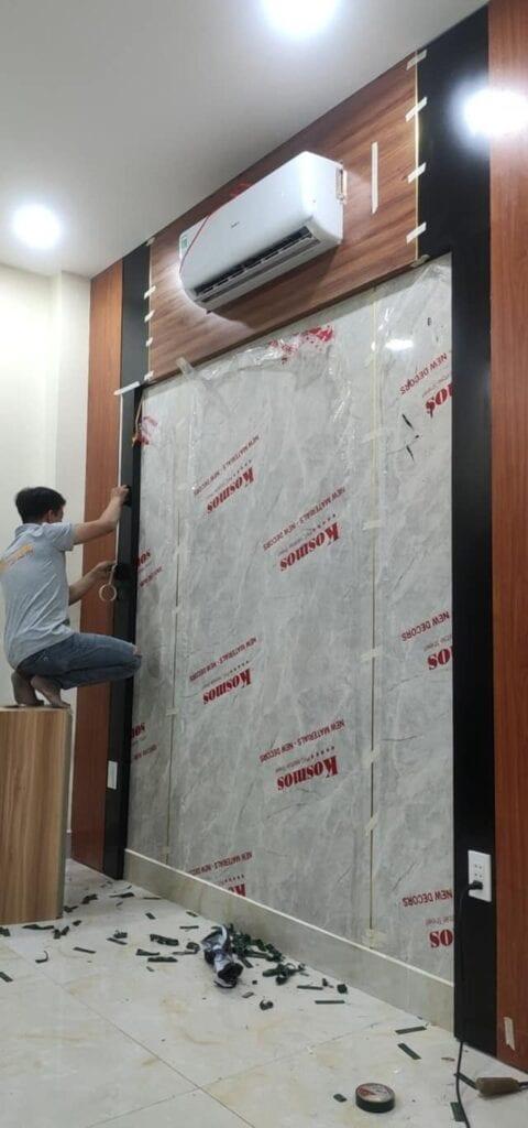 tấm nhựa ốp tường vân đá rất dễ lắp đặt