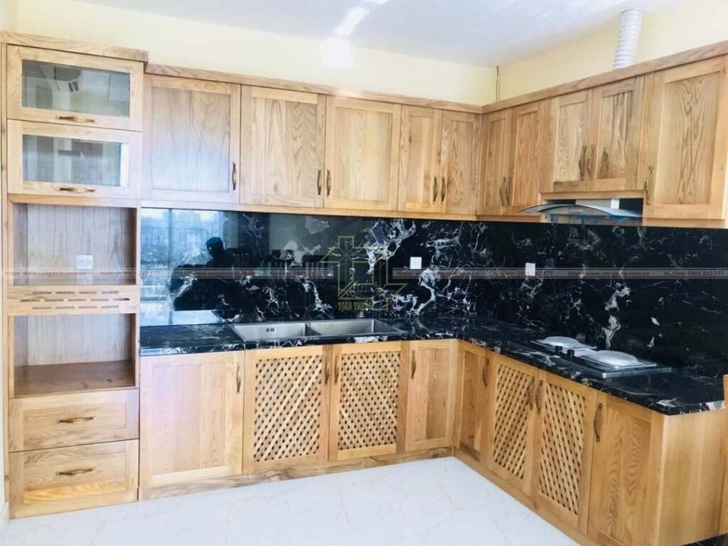 Tủ bếp được sản xuất từ gỗ Sồi Mỹ