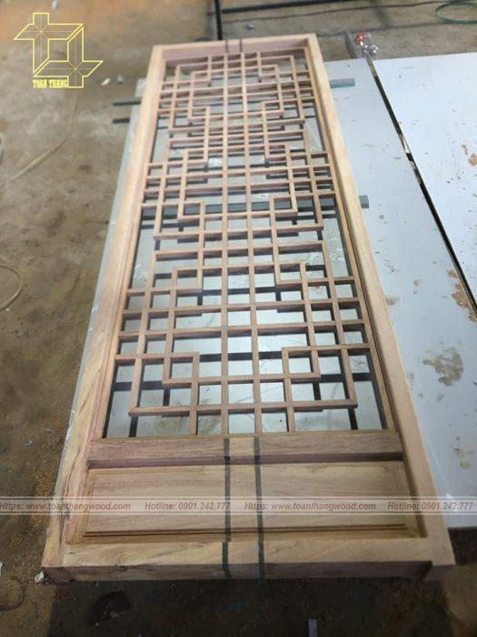 Vách ngăn gỗ được làm hoàn thiện trước khi lên công trình để lắp ráp