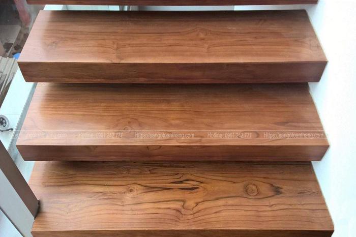 Mặt bậc cầu thang gỗ Teak Lào rất chắc chắn