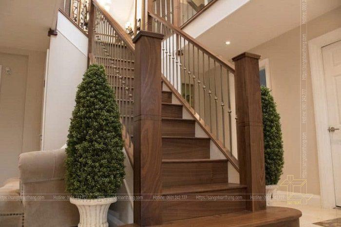 Trụ cầu thang gỗ Óc chó được phối cùng Tone để đồng bộ với nhau