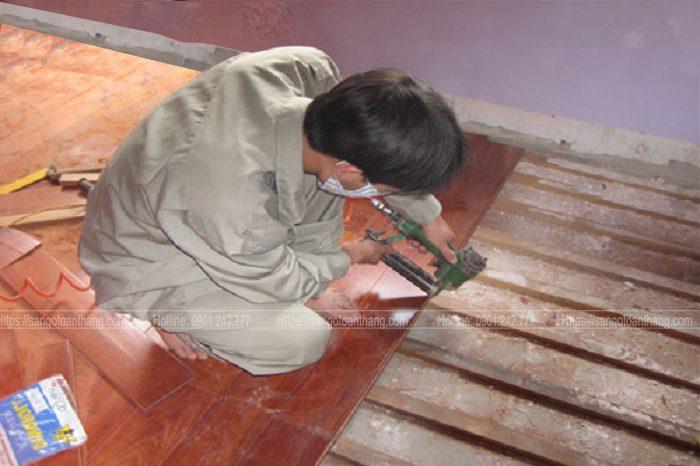 Thi công sàn gỗ tự nhiên sàn gỗ theo phương pháp gắn xương