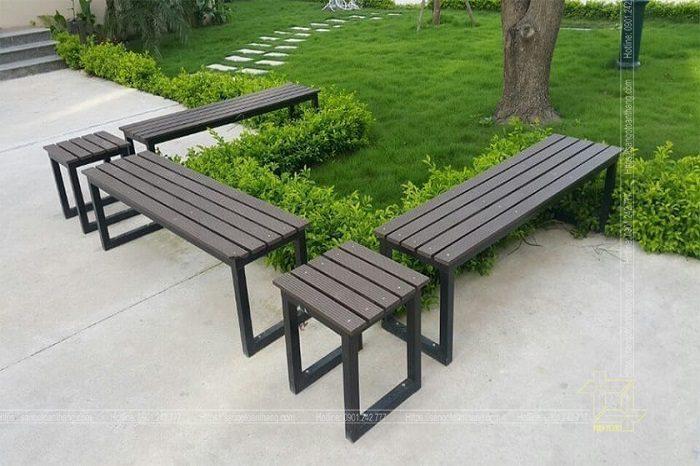 Bàn ghế gỗ nhựa ngoài trời được sản xuất từ những nguyên liệu đảm bảo
