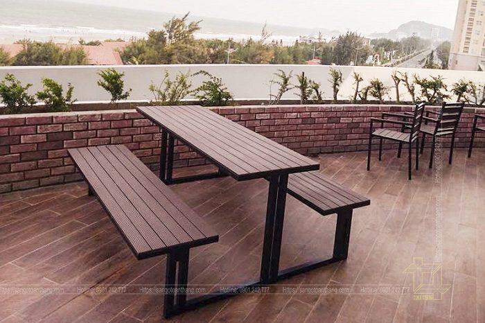 Bộ bàn ghế gỗ nhựa ngoài trời mẫu 14
