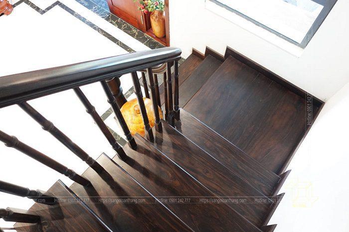 Hoàn thiện thi công cầu thang gỗ Chiu liu Lào (Chiêu Liêu)