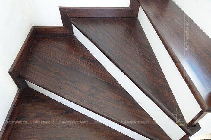 Mặt bậc cầu thang gỗ Chiu Liu