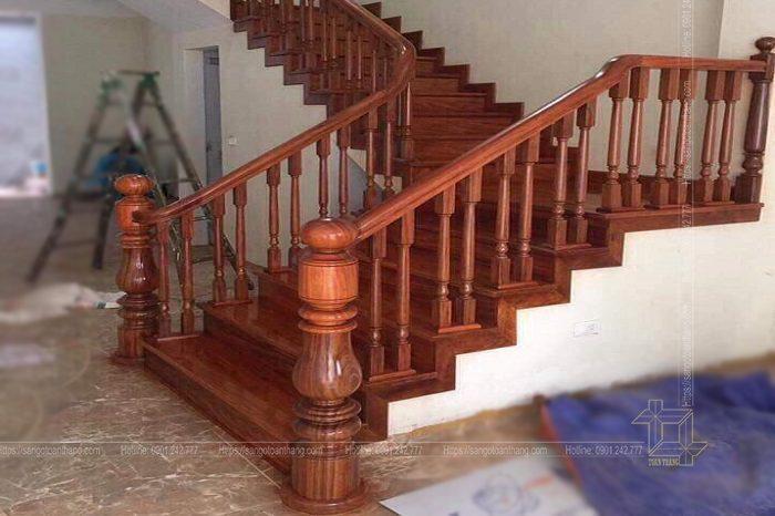 Trụ cầu thang gỗ Lim Nam Phi cũng phải đồng điệu với con tiện