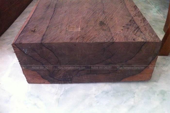khối gỗ Cẩm Chỉ khá chắc và nặng